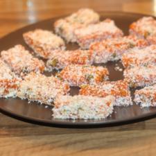 Cuby - Deliciu pentru cei mici- Batoane de morcovi caramelizati, cu nuca si fistic
