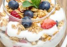 Cuby - Rasfat de dimineata : Iaurt cu cereale, seminte si fructe
